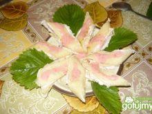 Roladki z serem i sosem truskawkowym