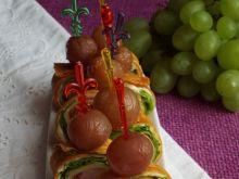 Roladki z tortilli z marynowanymi winogronami