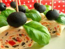 Roladki z tortilli z oliwkami i czerwoną papryką