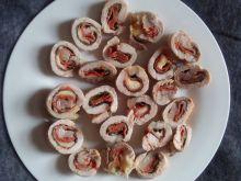 Roladki ze schabu ze szpinakiem i salami