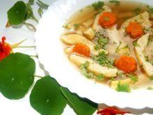 Rosół lubczykowy z kluskami z parmezanu