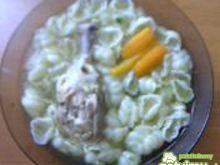 Rosół na udkach z makaronem muszelki