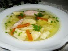 Rosołowa zupa z kładzionymi kluskami