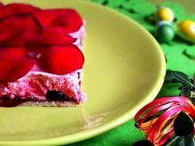 Różany mazurek z kruchą bezą
