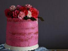 Różany tort z malinami