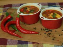 Rozgrzewająca zupa gulaszowo-paprykowa