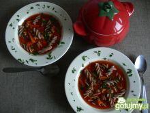 Rozgrzewająca zupa pomidorowa z mięsem