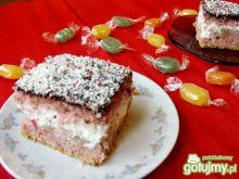 Różowe ciasto z gruszkami