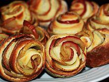 Różyczki drożdżowe z jabłkami