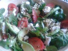 Rukola z avocado i pomidorem