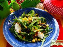 Rukola z oliwkami i fetą