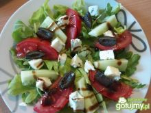 Rukola z pomidorem i serem blue
