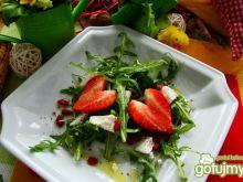 Rukola z serem kozim i owocami goji
