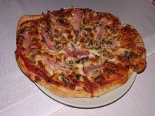 Rumiana pizza na ziołowym spodzie