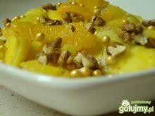 Rumowa sałatka orzechowa z ananasem