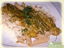 Rurki pełnoziarniste z sosem szparagowym