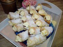 Rurki z ciasta francuskiego z podwójnym kremem