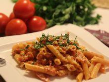 Rurki z szynką parmeńską i pomidorami