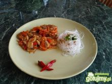 Ryba na ostro po tajsku z makaronem