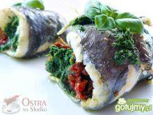 Ryba na parze ze szpinakiem i pomidorami