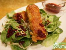 Ryba na sałatce z sosem malinowym