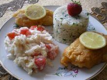 Ryba w cieście z ziołowym ryżem i sałatk