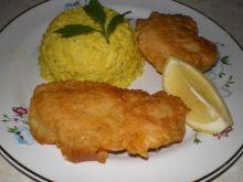 Ryba w cieście z żółtym ryżem