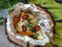 Ryba w folii z suszonymi pomidorami