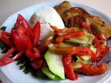 Ryba z duszoną cukinią i ryżem