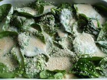 Ryba zapiekana pod liśćmi szpinaku