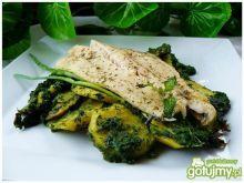 Ryba ze szpinakiem i smażonymi talarkami