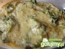 Rybna zapiekanka z brokułem w sosie