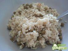 Ryż na bulionie warzywnym z groszkiem