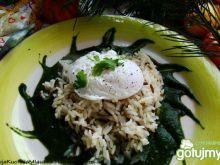 Ryż na szpinakowym musie z jajkiem