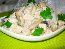 Ryż pod kołderką z sosu z kurczakiem