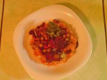 Ryż pomidorowy z boczkiem i warzywami