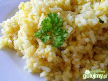 Ryż smażony z jajkiem i zieloną czubrycą