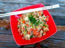 Ryż smażony z młodą marchewką i jajkiem