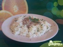 Ryż z białym sosem.