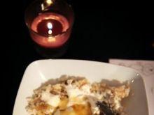 Ryz z jaglaną podany z jogurtem i miodem