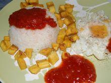 Ryż z jajkiem sadzonym i bananem