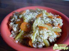 Ryż z kurczakiem, fasolką i marchewką