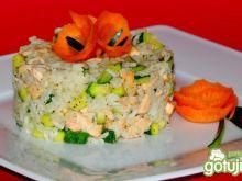 Ryż z łososiem i cukinią