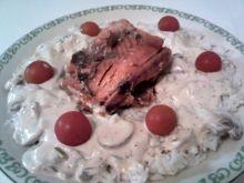 Ryż z łososiem w sosie śmietanowym.