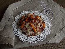 Ryż z marchewką, boczkiem i nutą pomidorów