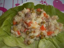Ryż z marchewką, groszkiem i rybką