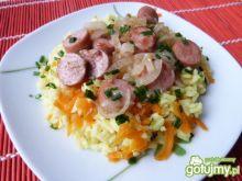 Ryż z marchewką i parówkami