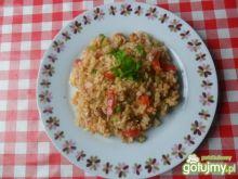 Ryż z mięsem z kurczaka i papryką