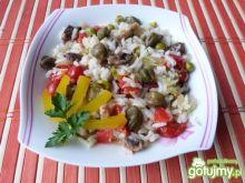 Ryż z pieczarkami, groszkiem i kaparami