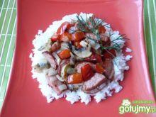 Ryż z pieczarkami, papryką i kiełbasą